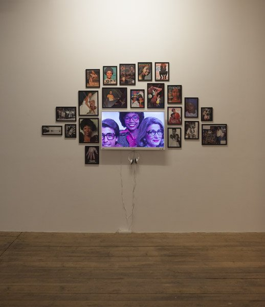 Sasha Huber: I love JaNY, Video og fotografi. Installationsview fra Possession. Art, Power and Black Womanhood, New Shelter Plan. Foto: Johan Rosenmunthe