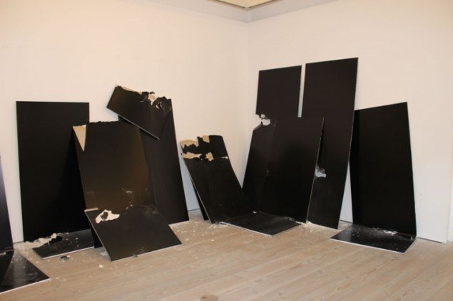 Installationsview, Paint New York, Steven Parrino. (Foto: Léa Nielsen)