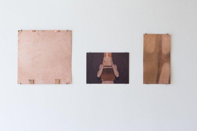 Sophie Dupont: Heart Brain Buffer, 2014. 3 stk. Fra venstre: Kobberplade, flatbedprint på kobber, kobberplade. På Reflections, ApArt. Foto: Anders Sune Berg