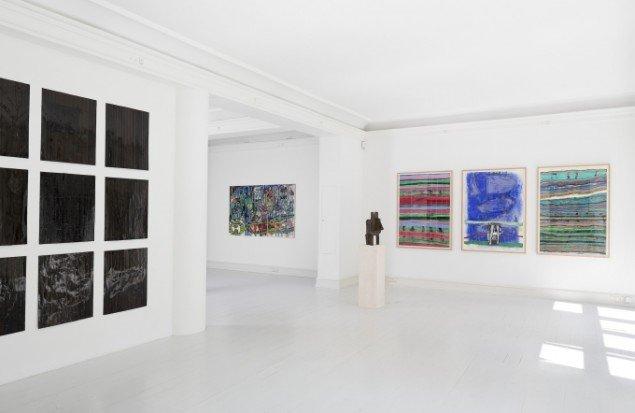 Udstillingsview med værker af Joel Andrianomearisoa, Mustafa Maluka og Aboudia på African contemporary art, Galerie Mikael Andersen. Foto: Jan Søndergaard