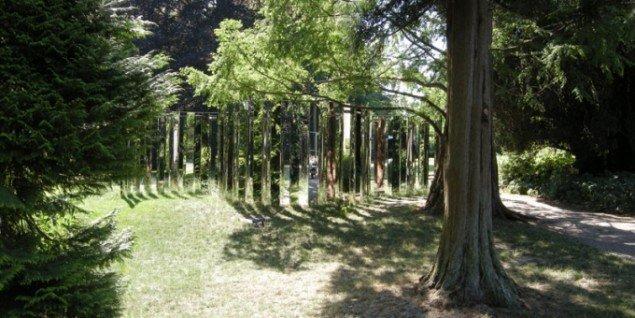 Jeppe Hein: Semicircular Mirror Labyrinth II, 2013. (Foto: Matthias Hvass Borello)