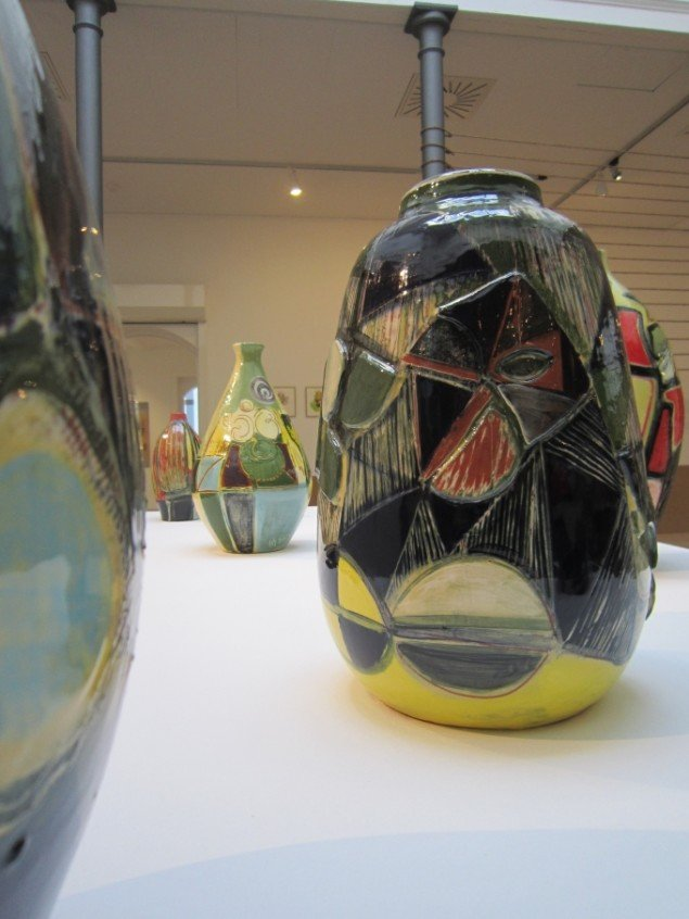 Anna Sørensen: 7 keramiske vaser, 2014. På Jorn Lab, KunstCentret Silkeborg Bad. Foto: KunstCentret Silkeborg Bad