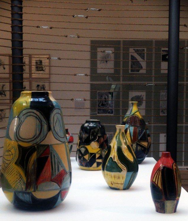 Anna Sørensen: 7 keramiske vaser, 2014. På Jorn Lab, KunstCentret Silkeborg Bad. Foto: Lars Svanholm