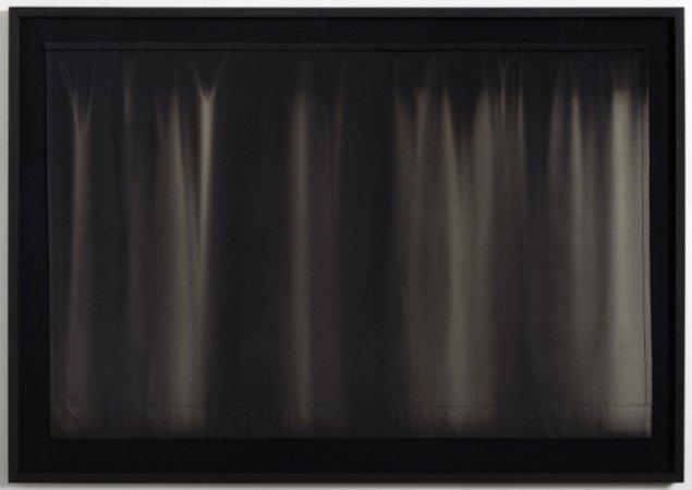 Camilla Rasborg: Mørklægningsgardin 1 [Blackout Curtain 1], 2013. Tekstil, indrammet, 114 x 165 cm. På Touching Light, Peter Lav Gallery. Courtesy Peter Lav Gallery