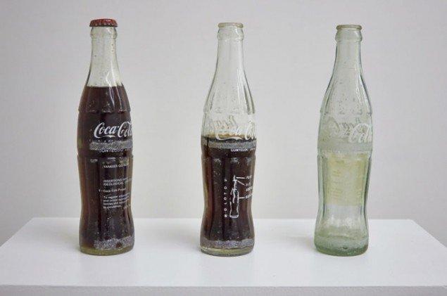 Cildo Meireles: Indsættelser i ideologisk cirkulation: Coca-Cola Projekt, 1970. (Foto: Thomas Gunnar Bagge)