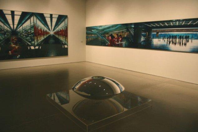 En sammenstilling med mystik og dybde af værker af Miwa Yanagi og Mona Hatoum. Foto: Kristian Handberg.