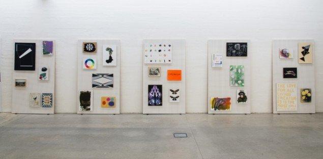Udstillingsview af serien Væg på Erik Øckenholt - Akkumulering, Kunsthal Nord. Foto: Niels Fabæk