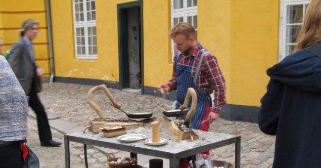 Jesper Aabille: Brænde til Spejlning af Æg, 2011.