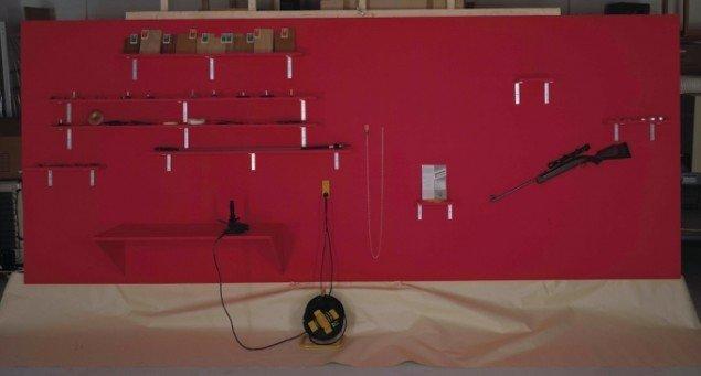Eric Andersen: Arte Manuale. foto Fra 1961 – Remake 1990. Kombineret Wood Workshop og Shooting Gallery. Genskabt til den store nordiske udstilling om '60erne. Findes nu på InterMedia museet i Malpartida, Spanien. Foto: Dorte Krogh