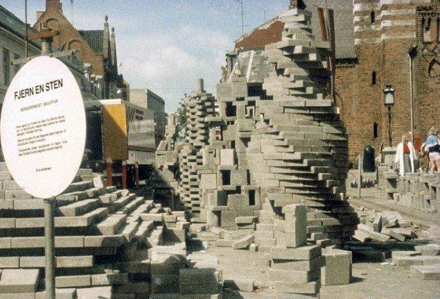 Eric Andersen: Traveling Wall. Stændertorvet, Roskilde 1985. Foto: Dorte Krogh