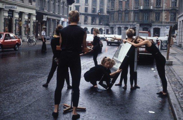 Eric Andersen: Årets Tomgang. Procession fra Etnografisk Samling, Nationalmuseet til Amalienborg Slotsplads. d. 29. August 1984. Foto: Dorte Krogh