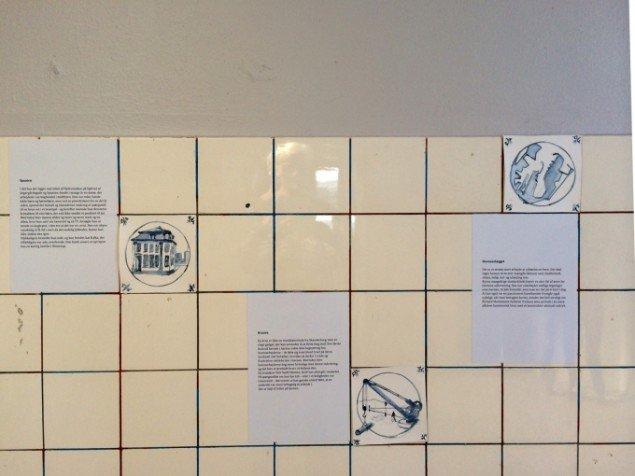 Mette Skriver: Styrbord/Bagbord - Havnens kurs mod en ny identitet. Installation. På udstillingen Port 14 v. Havnevæsenets venner. Sted: Pier 1, 1. sal og udenfor, Aarhus. Pressefoto