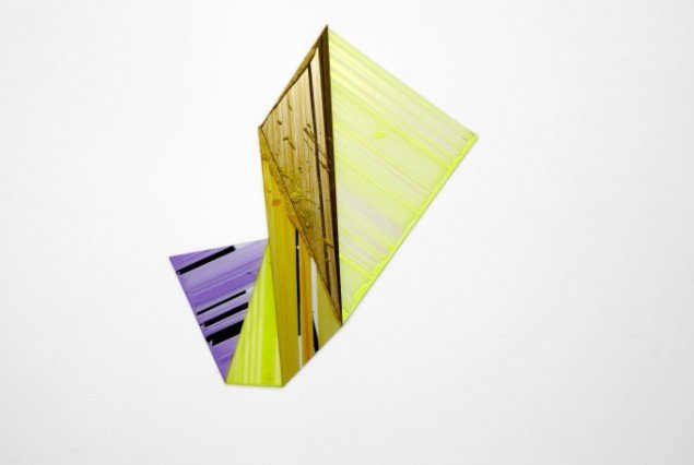 Ruth Campau: Velvet Mirror and Diamonds, 2011, akryl på akrylplade, spejlakryl, radiant akryl, 70 x 75 cm. Foto: Thomas Ibsen