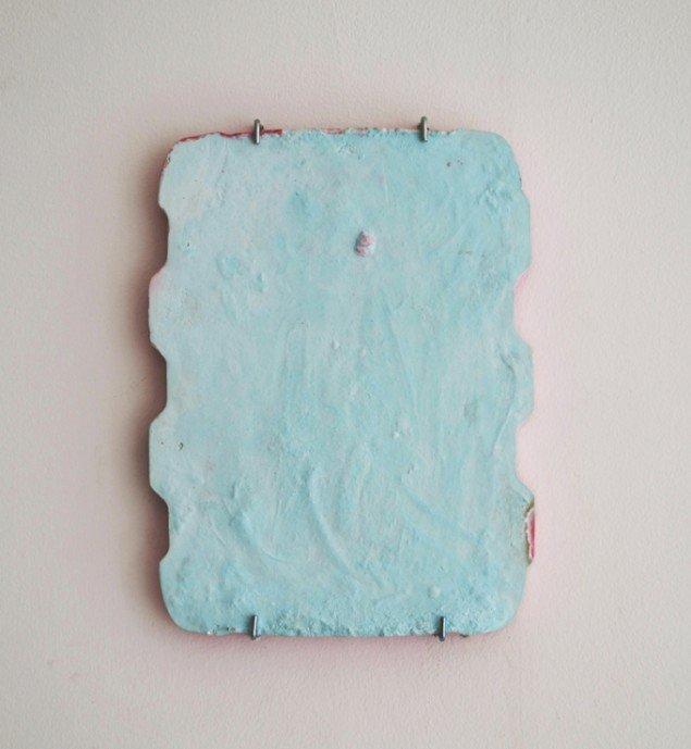 Johanne Skovbo Lasgaard: Echo, 2014. Gips og akrylmaling, 32 x 25 cm. På The Order of Things, Marie Kirkegaard Gallery. Foto: Marie Kirkegaard Gallery