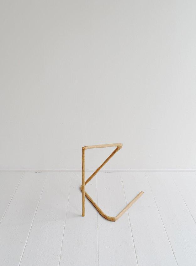 Johanne Skovbo Lasgaard: Dash, 2014. Papmaché, 40 x 35 x 35 cm. På The Order of Things, Marie Kirkegaard Gallery. Foto: Marie Kirkegaard Gallery