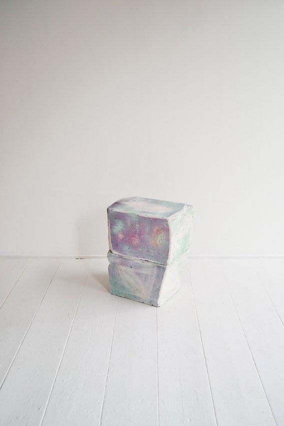 Johanne Skovbo Lasgaard: Grain, 2014. Airbrush og oliekridt på porebeton, 40 x 35 x 20 cm. På The Order of Things, Marie Kirkegaard Gallery. Foto: Marie Kirkegaard Gallery