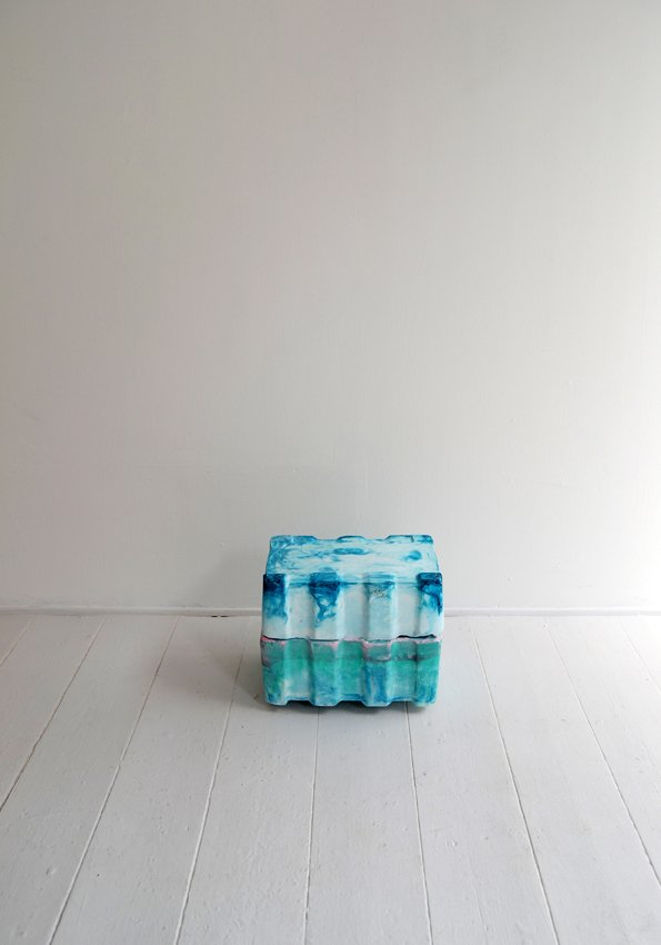 Johanne Skovbo Lasgaard: Mutual Linger, 2014. Gips og akrylmaling, 27 x 32 x 25 cm. På The Order of Things, Marie Kirkegaard Gallery. Foto: Marie Kirkegaard Gallery