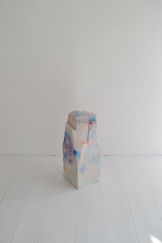 Johanne Skovbo Lasgaard: Oxygen, 2014. Airbrush på porebeton, 52 x 20 x 20 cm. På The Order of Things, Marie Kirkegaard Gallery. Foto: Marie Kirkegaard Gallery
