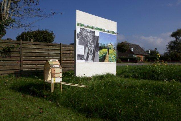 Gitte Juuls planche med indtegnede nye ruter gennem Selde og model af et udsigtstårn på Jordemodergrunden. Foto: Skulpturlandsby Selde