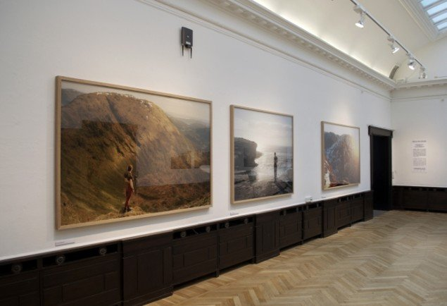Udstillingsview af værker af Tonje Bøe Birkeland. På Indre og ydre landskaber, Fotografisk Center i Museumbygningen. Foto: Kirstine Schiess Højmose