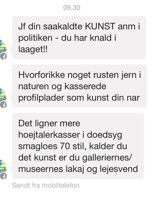 Dokumentation af kommentarer til anmelderen på Facebook. Foto: Torben Sangild.