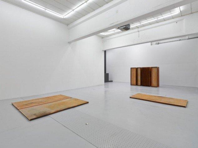 Installationsview af Tove Storcks udstilling, der tilsyneladende er skrap kost i visse øjne. Foto: Nils Stærk/Pressefoto.