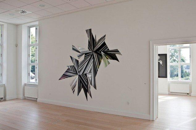 Ruth Campau: Midnight Mirror, 2009. Akryl på spejlakrylplade, 2,70 x 2,80 m. Udstillingsview fra Crystalline, Galleri DGV. Foto: Michael Mørk