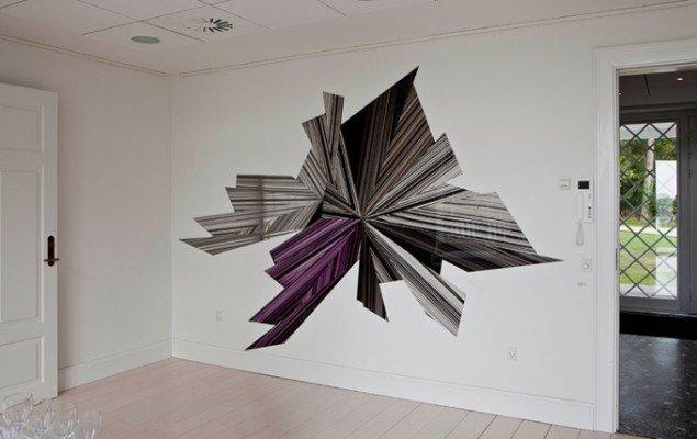 Ruth Campau: Diamond (Black, grey, purple), 2011. Akryl på akrylplade og spejlakrylplade, 2,24 x 3,42 m. Udstillingsview fra Crystalline, Galleri DGV. Foto: Michael Mørk