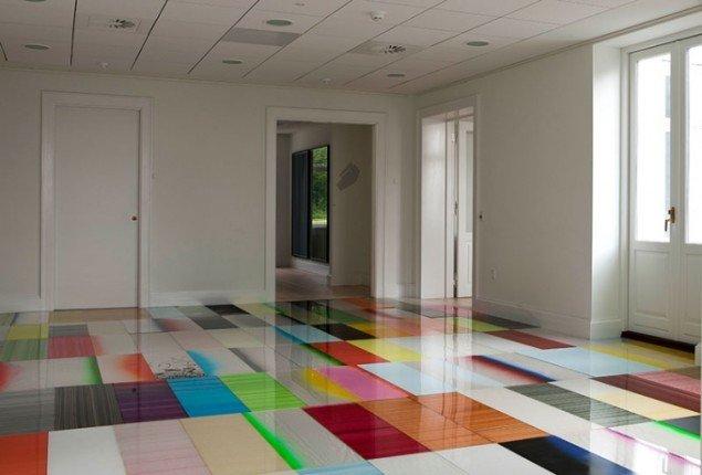 Ruth Campau: Boogie Woogie Palace, 2014. Akryl på akrylplade, 7,95 x 5,50 m. Udstillingsview fra Crystalline, Galleri DGV. Foto: Michael Mørk