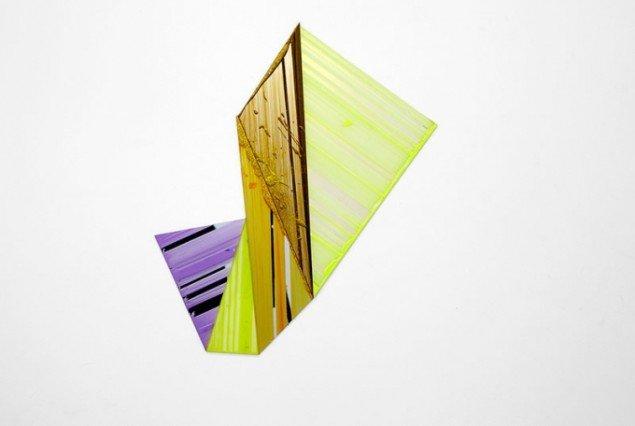 Ruth Campau: Diamond (Yellow, purpel, gold), 2011. Akryl på akrylplade og spejlakryl, 70 x 75 cm. På Crystalline, Galleri DGV. Foto: Thomas Ibsen