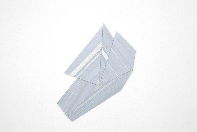Ruth Campau: Diamond (White mirror), 2011. Akryl på akrylplade, 40 x 40 cm. På Crystalline, Galleri DGV. Foto: Thomas Ibsen