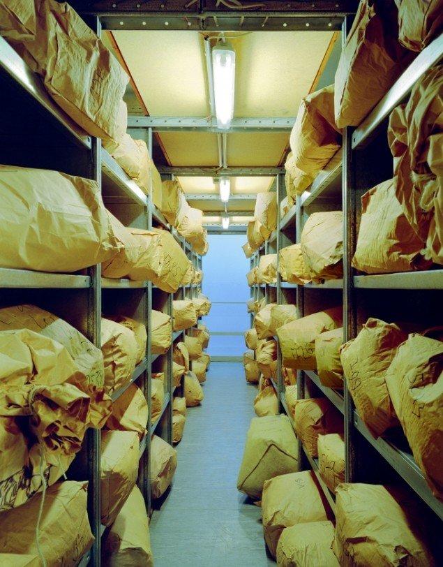 Daniel & Geo Fuchs: BstU, Archiv Außenstelle Magdeburg. Fotografi. På Stasi Secret Rooms, Nikolaj Kunsthal. Courtesy Nikolaj Kunsthal