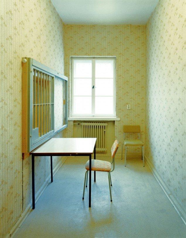 Daniel & Geo Fuchs: Erste Anhörung. Fotografi. På Stasi Secret Rooms, Nikolaj Kunsthal. Courtesy Nikolaj Kunsthal