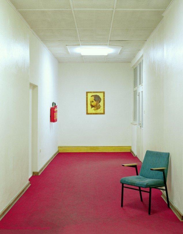 Daniel & Geo Fuchs: Mielke Etage, Flur. Fotografi. På Stasi Secret Rooms, Nikolaj Kunsthal. Courtesy Nikolaj Kunsthal