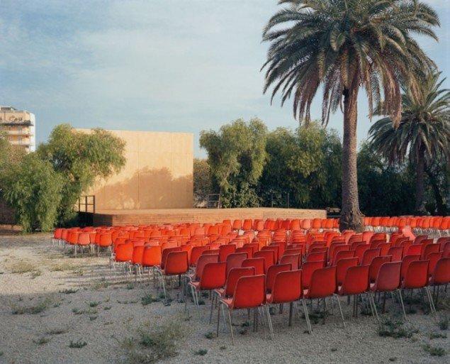 Wim Wenders: Open-Air Screen, Palermo, 2007, C-Print. Pressefoto/Win Wenders.