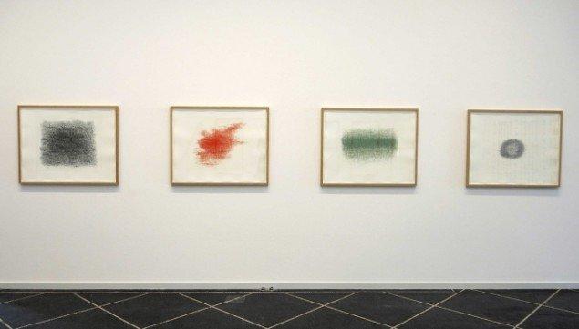 Installationsview m. værker fra 2014 af Nasan Tur. På TREUDDK, Galleri Susanne Ottesen. Foto: Galleri Susanne Ottesen
