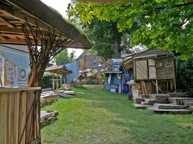 Værksteder og små boliger til de hårdtarbejdende folk. Foto: Maria Engholm.