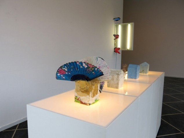 Installationsview m. værker af Nanna Abell: installationsbillede, 2014. På TREUDDK, Galleri Susanne Ottesen. Foto: Galleri Susanne Ottesen