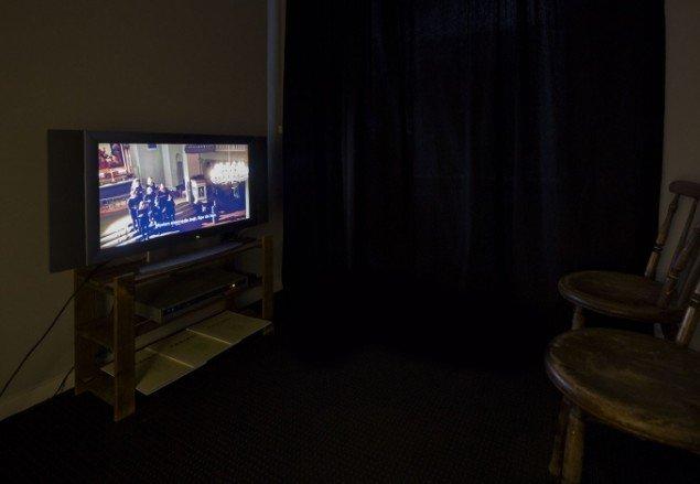 Videoværk af Kasper Skovsbøl: Jeg Tog I Byen. På Nærværk - Kunst er at skabe nyt nærvær, Pop-up Contemporary #6 til d. 26/10. Foto: Anders Sune Berg.