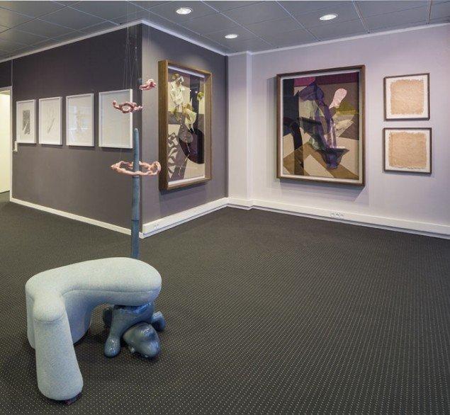 Udstillingsview med værker af Peter Callesen, Louise Hindsgavl og Pernille Egeskov. På Nærværk - Kunst er at skabe nyt nærvær, Pop-up Contemporary #6 til d. 26/10. Foto: Anders Sune Berg.