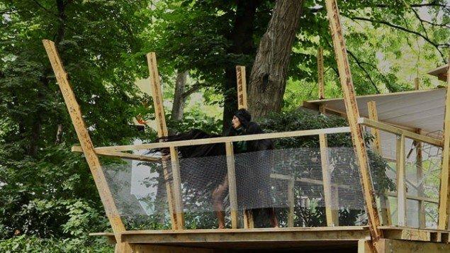 "Lilibeth Cuenca Rasmussen, Afghan Hound, 2011. Performance, Den Danske Pavillion, Venedig Biennalen ""Speech Matters"". Foto: Thilo Frank."