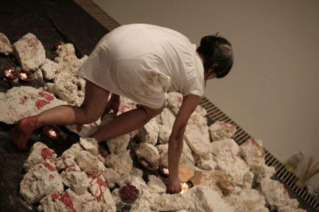Lilibeth Cuenca Rasmussen, Gaia #1 Danmark, 2013, Sorø Kunstmuseum, Performance. Foto: Andreas Robenhagen.