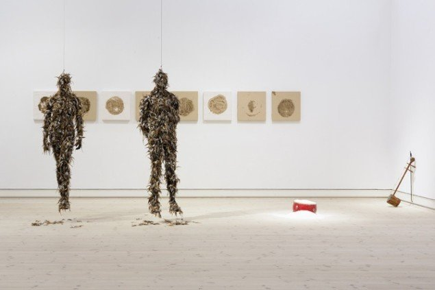 Lilibeth Cuenca Rasmussen, Inbetweeness, 2014, Horsens Kunstmuseum, Performance/Udstilling. Foto: Anders Sune Berg.