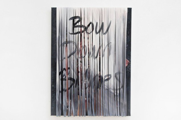 Ditte Ejlerskov: The Grey Bow Down Painting, 2014. Olie på lærred, 46x65 cm. På Bow Down Bitches, LARMgalleri til d. 8/11. Foto: P. Wessel