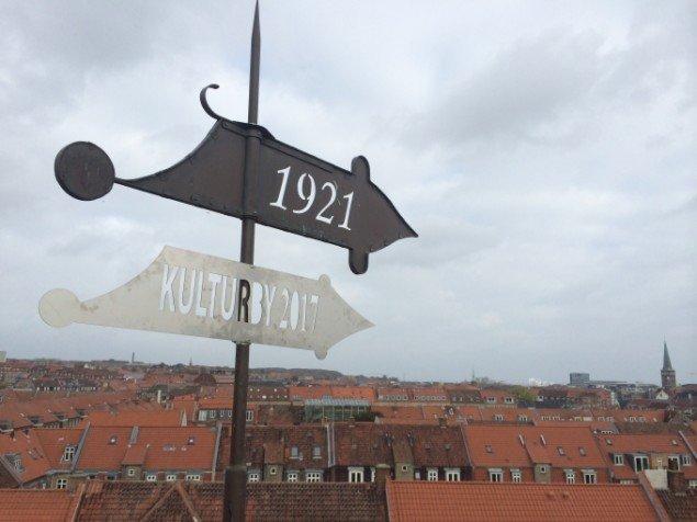 Tanja Nellemann Poulsen. En ekstra vejrhane på Godsbanespiret. Foto: Tanja Nellemann Poulsen