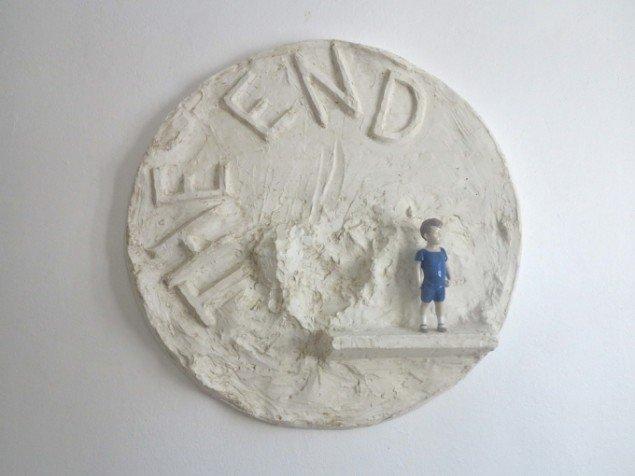 Heine Kjærgaard Klausen, The End, 2014, gips og porcelænsfigur. Foto: Line Kjær.