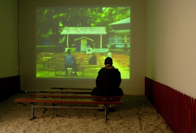 Fra installationen Pjerrot optræder altid om sommeren, Eric R. Fajardo, 2005. Foto: Erik Balle Poulsen