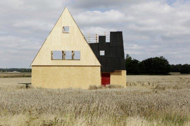 Søren Lose: Dé-jà vu, 2010, krydsfinér, træ, tagplader, betonklodser. Installationsview. Foto: Søren Lose.
