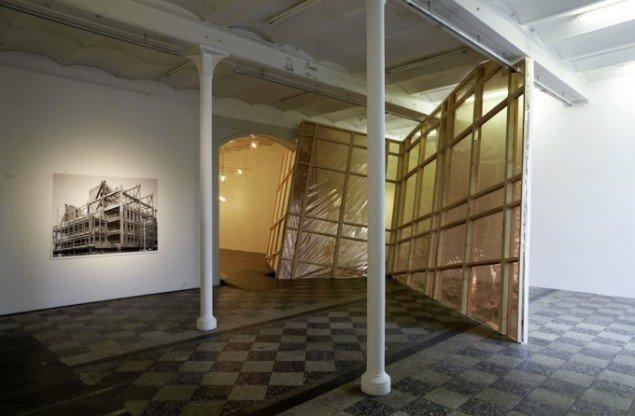 Søren Lose: Phantasmagorie, 2009, ink-jet print, træ, spejlfolie. Installationsview, Overgaden Institut for Samtidskunst. Foto: Anders Sune Berg.