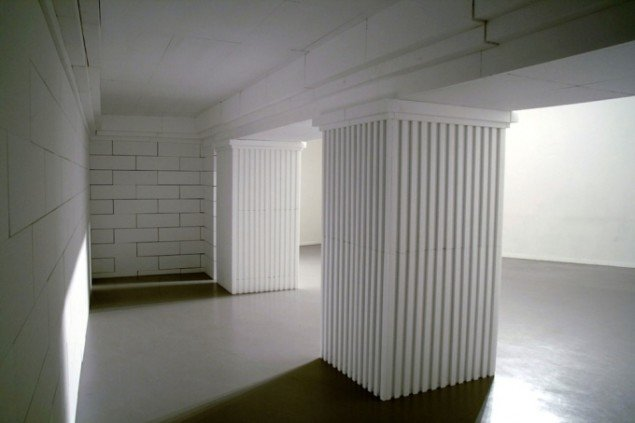 Søren Lose: Abendland, detalje, 2008, træ, polystyren, maling. Installationsview, Künstlerhaus Bethanien. Foto: Søren Lose.